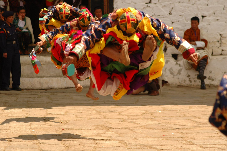 Traumreise Bhutan Trekking Himalaya Dzong Jomolhari Tsechu Fest Volksfest
