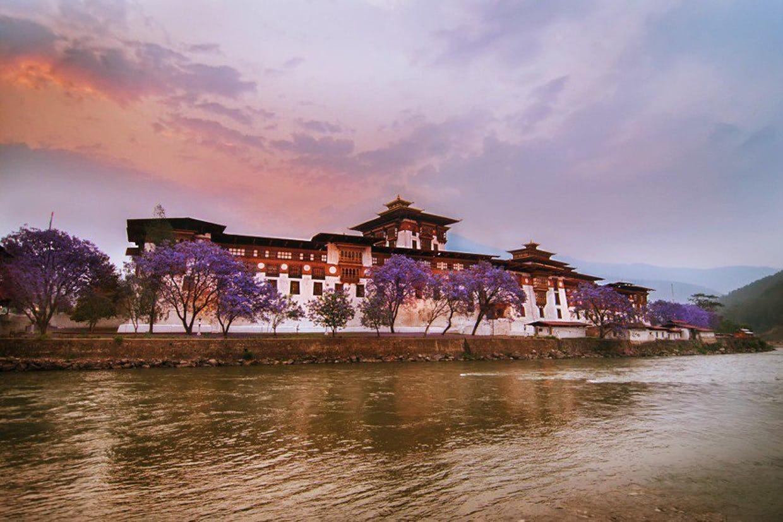 Traumreise Bhutan Trekking Himalaya Punakha Festung Jomolhari