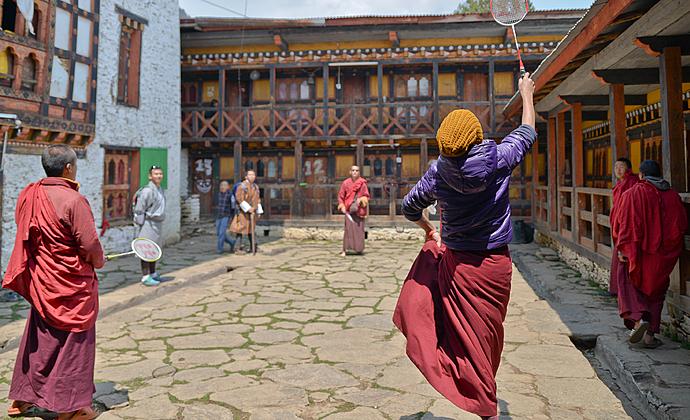 Dzong Festung Kloster Mönch Winter Himalaya Kalt